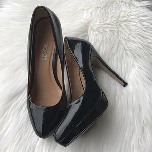 Aldo black patten leather heels.